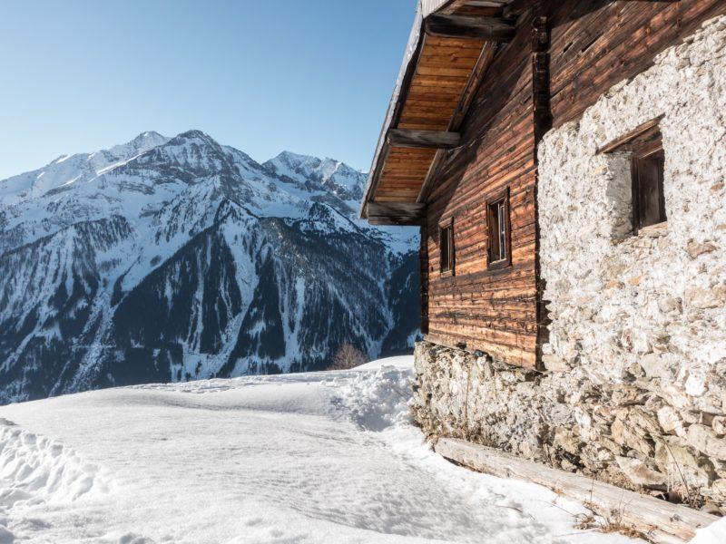 Kaiserblick Tiroler Alpen mit Hütte